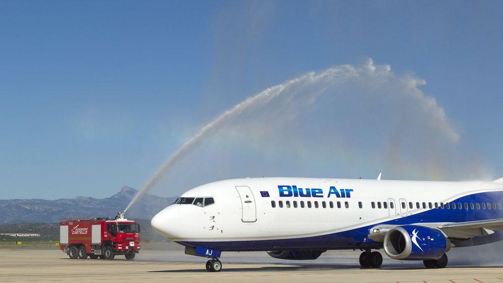 Foto: Bautizo del vuelo inaugural de la rumana Blue Air en el Aeropuerto de Castellón en junio. (EFE)