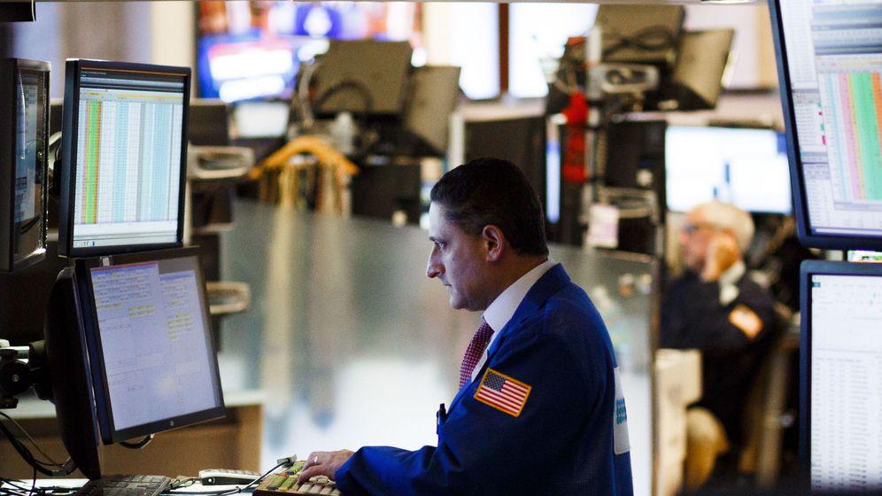 Foto: Un agente de bolsa en el parqué de Wall Street. (EFE)