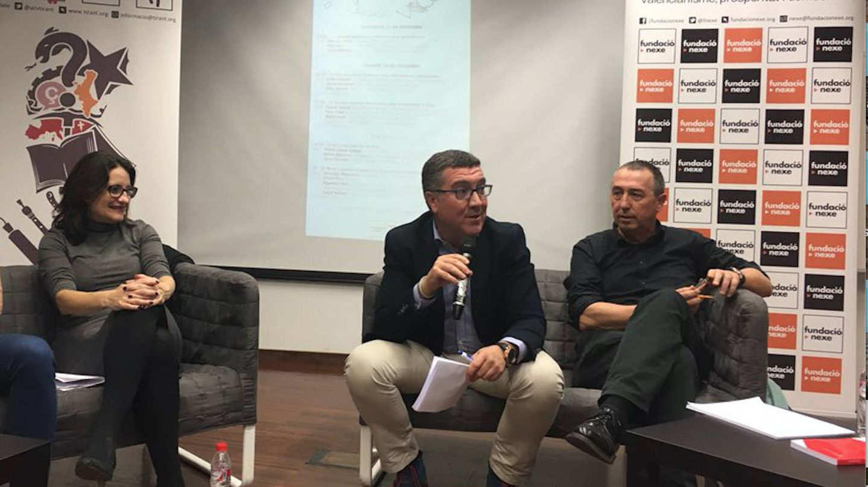El secretario autonómico de Justicia, Ferran Puchades, (c), en un acto con Oltra y Baldoví. (Compromís)
