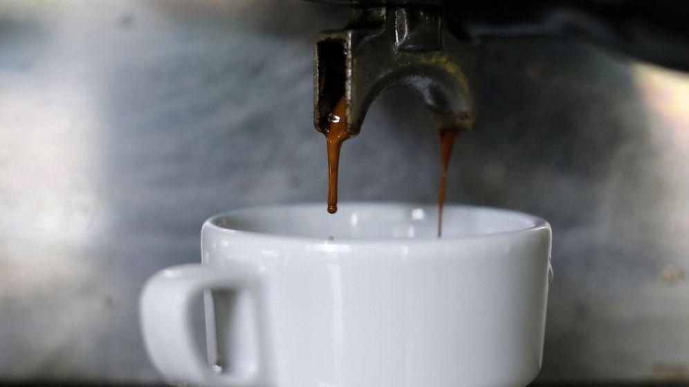 Foto: Una taza de café servida en Caracas (Jorge Silva / Reuters)