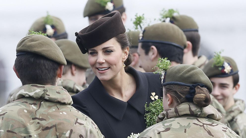 Una embarazadísima Kate Middleton celebra el día de St. Patrick