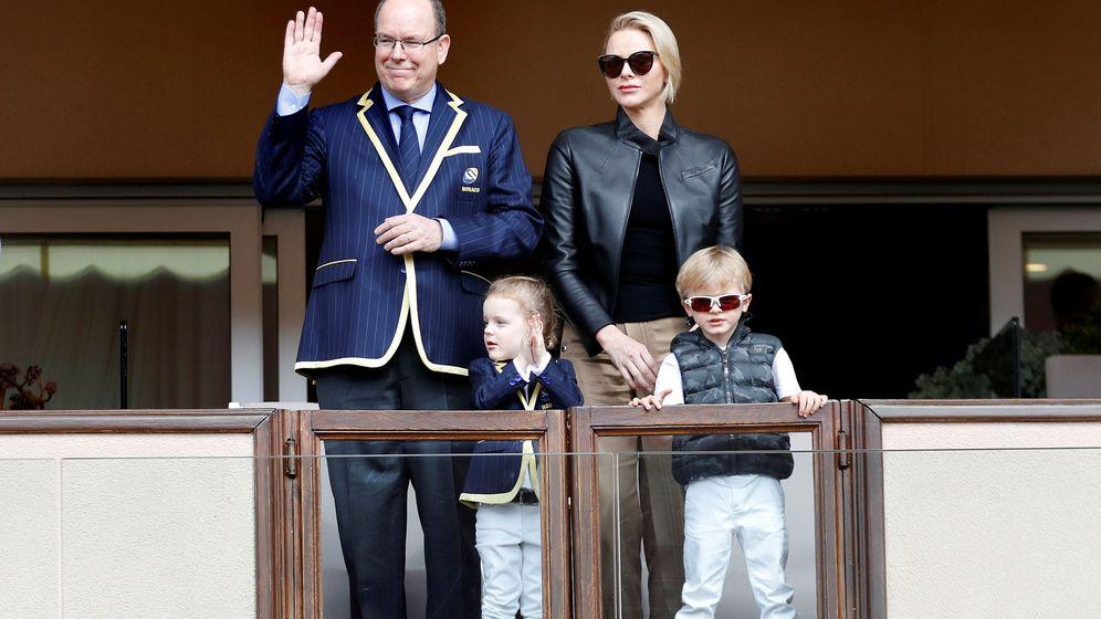 Foto: Alberto y Charlene de Mónaco con sus hijos. (Reuters)