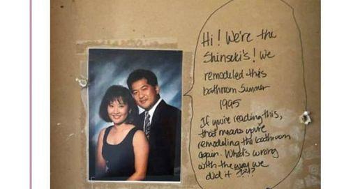 Al reformar el baño, apareció un mensaje que les dejaron los antiguos propietarios