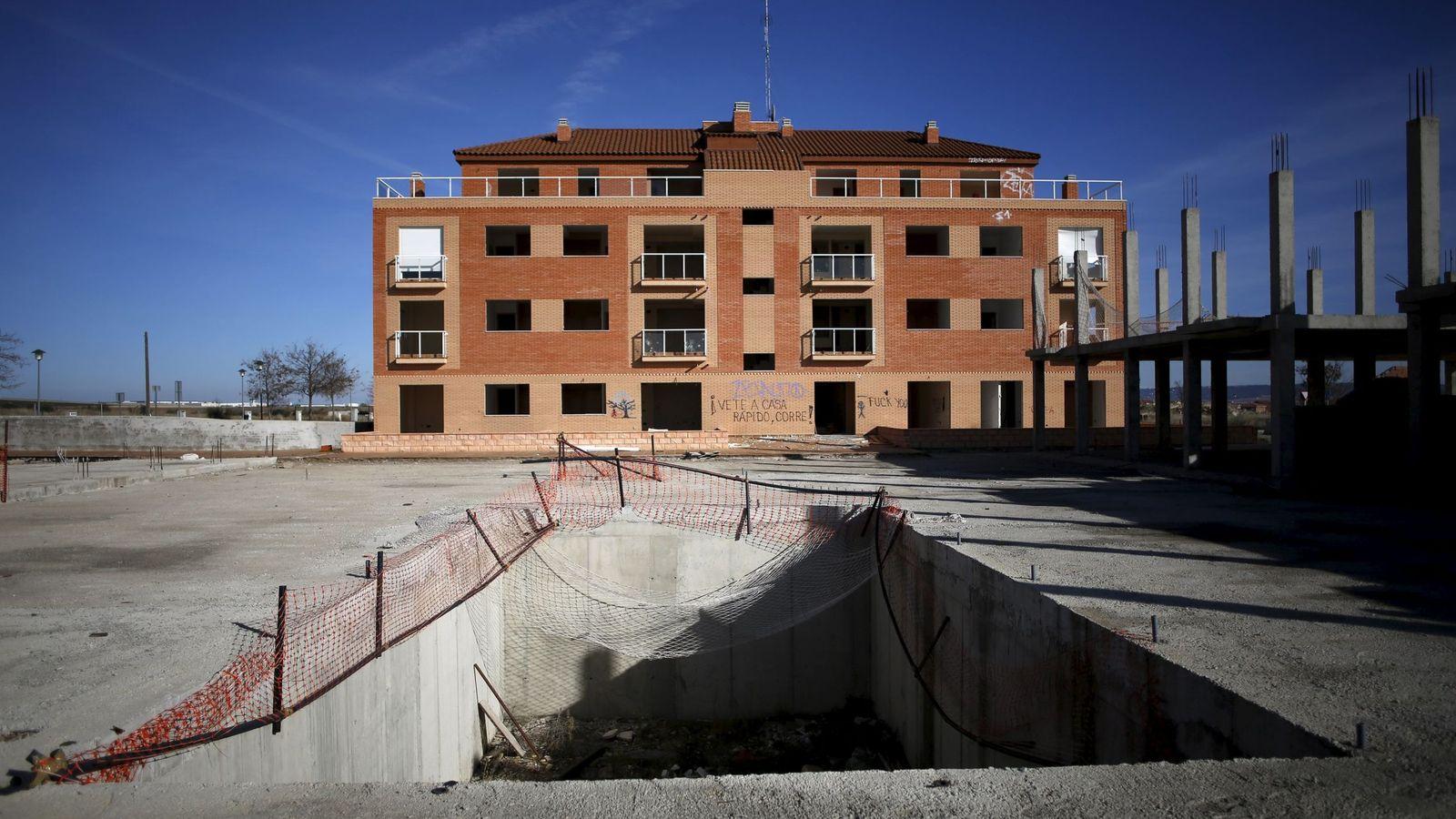 Foto: Un edificio abandonado en Villanueva de la Torre, Madrid. (Reuters)