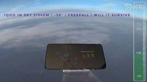 ¿Un móvil lanzado desde 31 kilómetros de altura que sigue funcionando?