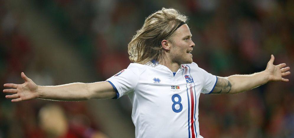 Foto: Birkir Bjarnason celebra el gol del empate de Islandia ante Portugal. (EFE)