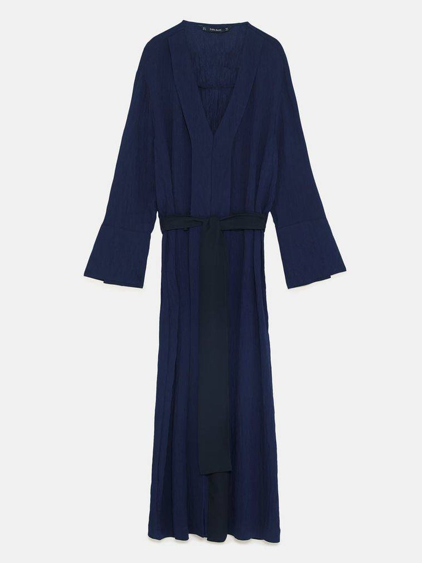 Vestido azul marino. (Cortesía de la marca)