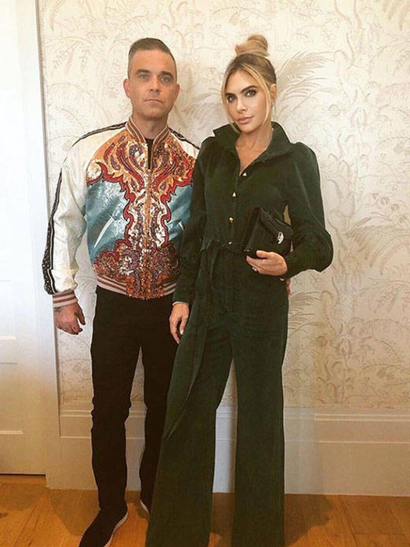 Robbie Williams junto a su esposa, Ayda Field. (Instagram @robbiewilliams)