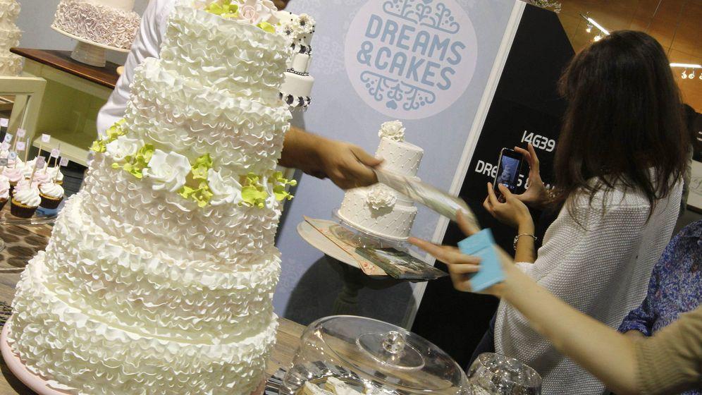 Foto: Los invitados no pudieron llegar a degustar la tarta nupcial (Efe/Javier Lizón)
