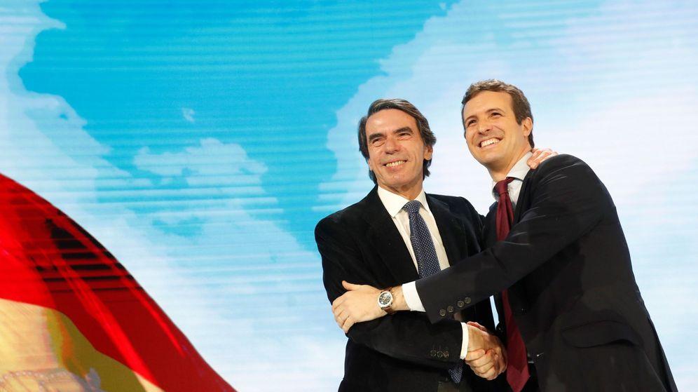Foto: El presidente del PP, Pablo Casado, acompañado del expresidente del Gobierno y presidente de la Fundación FAES, José María Aznar. (EFE)