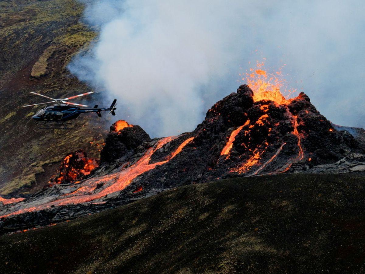 Foto: El volcán Fagradalsfjall que entró en erupción dejando imágenes impresionantes (REUTERS)