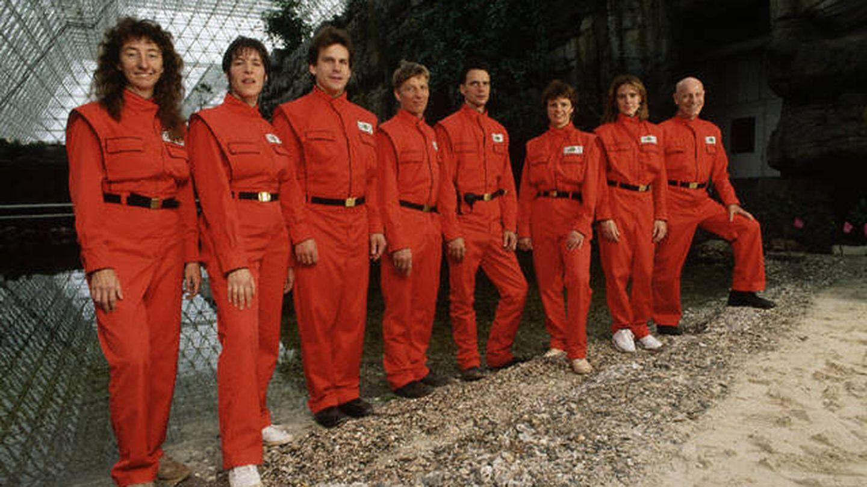 Los ocho integrantes del equipo de Biosfera 2. (Filmin)
