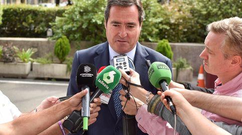 CEOE pactó  un salario mínimo de 1.000 euros mensuales en 2020