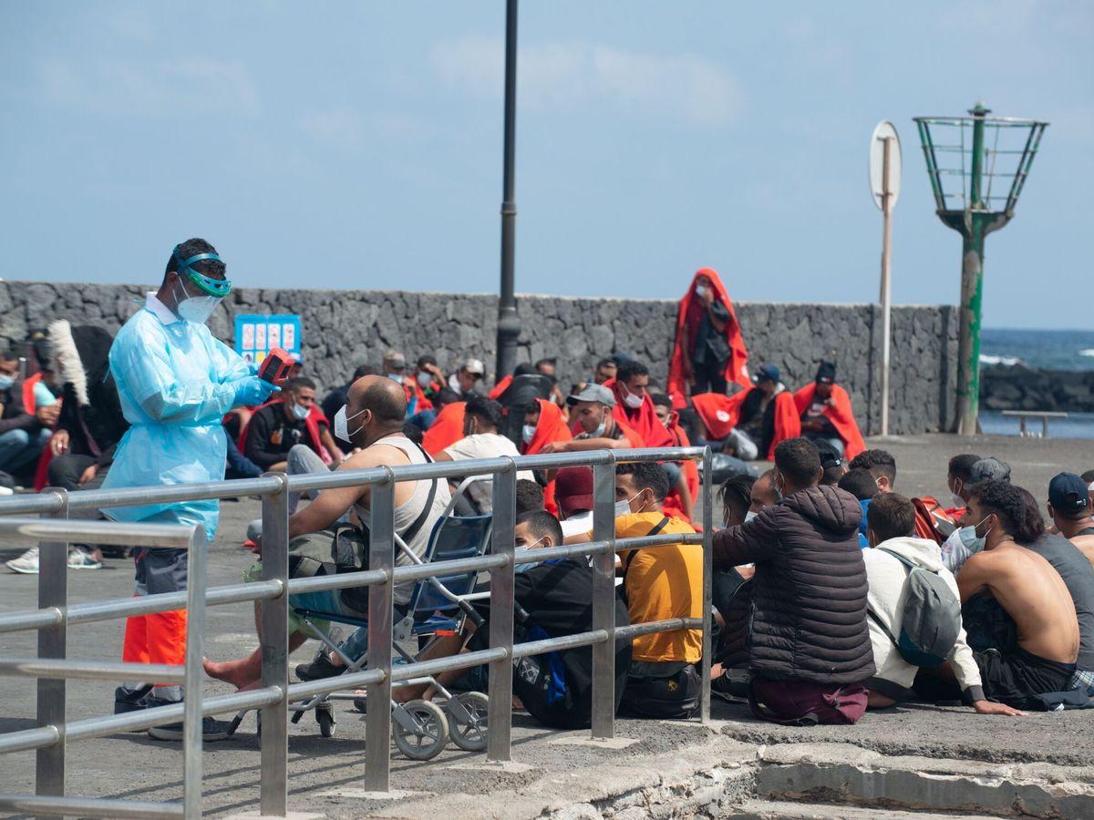 Foto: Llegada de inmigrantes a Lanzarote. (EFE)
