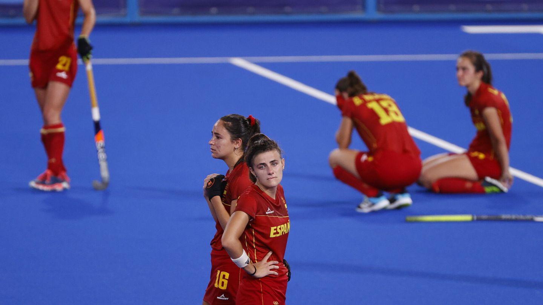Las chicas de hockey se lamentan tras la eliminación ante el Reino Unido. (Reuters)