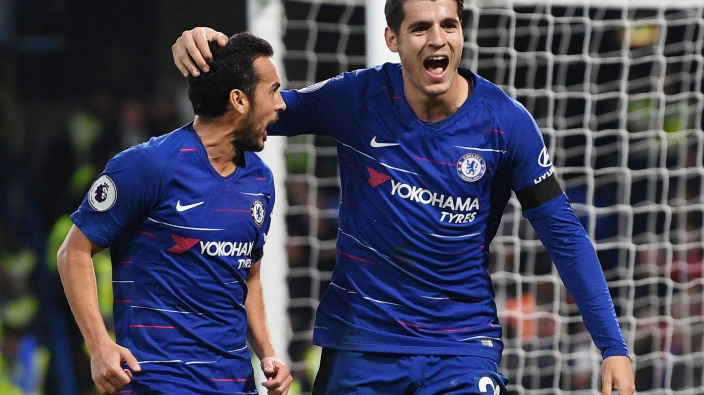 Morata celebra un gol junto a Pedro. (Efe)