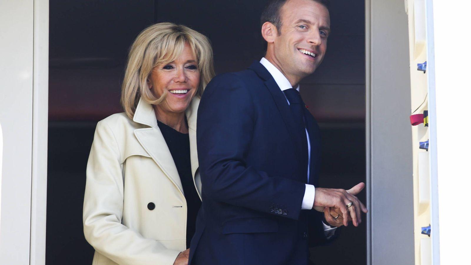 Foto:  Emmanuel y Brigitte Macron, en San Petesburgo, en mayo. (Gtres)