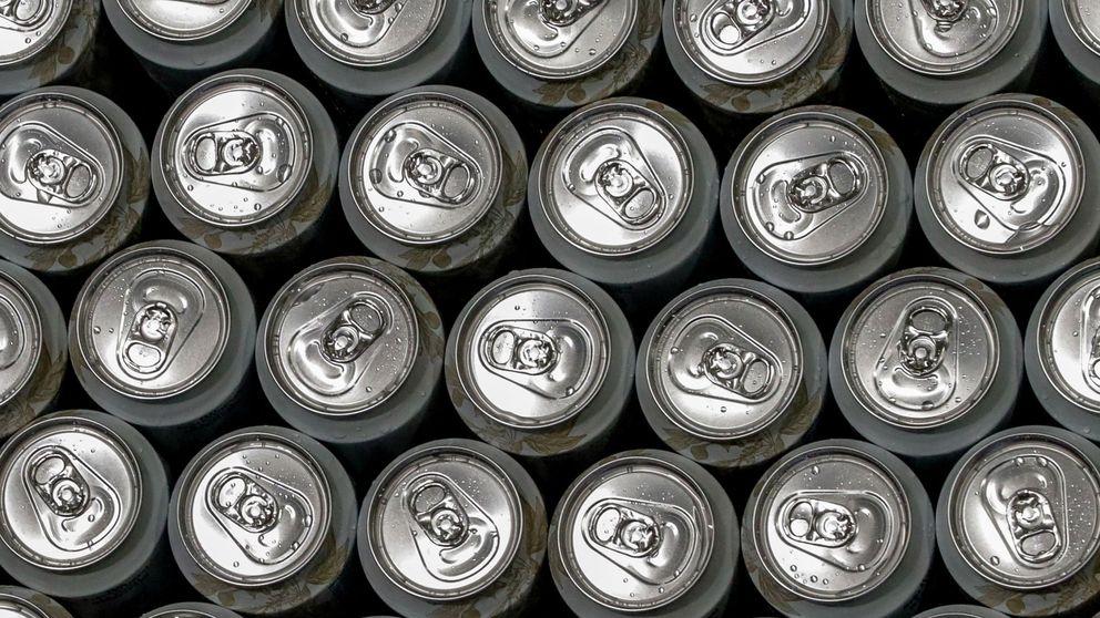 Salvan a un hombre intoxicado con alcohol administrándole 15 latas de cerveza