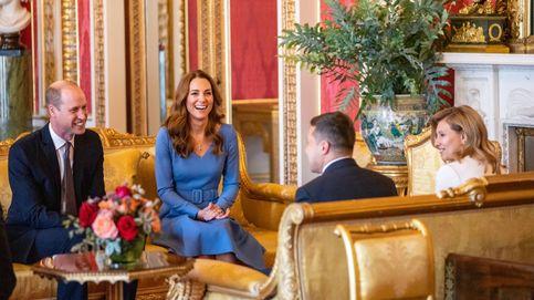 Kate Middleton ejerce de anfitriona en Buckingham con un elegante vestido