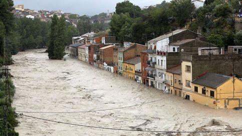 El paso de la 'gota fría' o DANA por Valencia destroza casas y arrastra coches