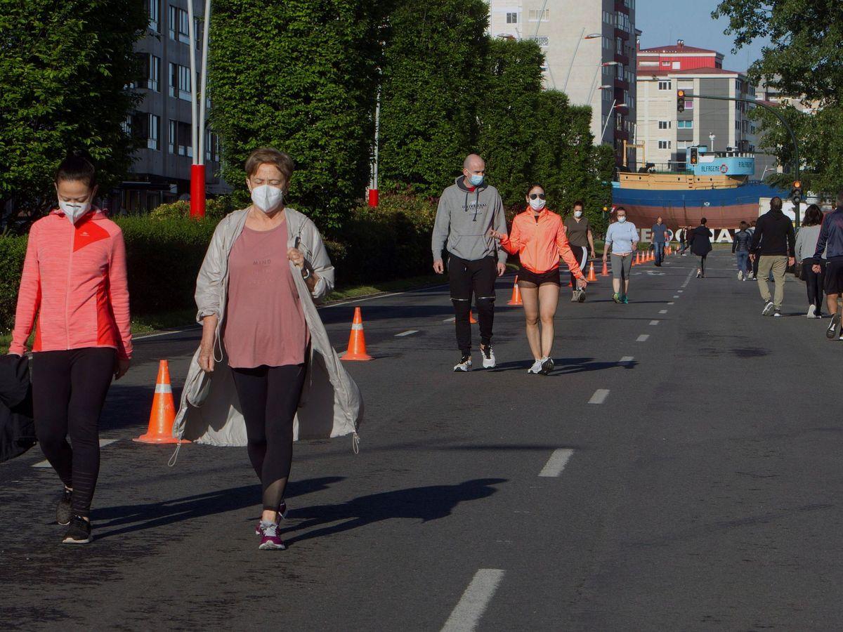 Foto: Caminata por las calles de Vigo. (EFE)