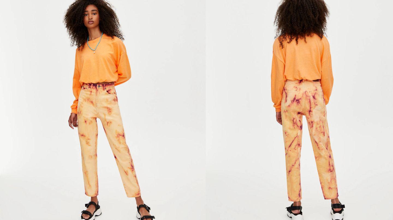 Pantalones tie-dye de Pull and Bear (25,99 euros).