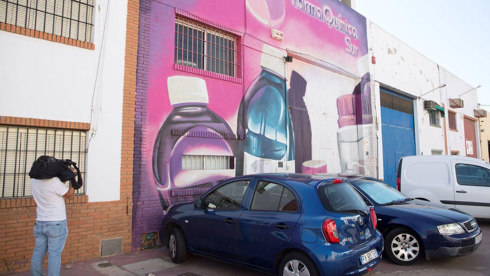 Foto: Fachada de la nave industrial de la empresa Farma-Química Sur SL, de Málaga, que comercializó minoxidil en lugar de omeprazol. (EFE)