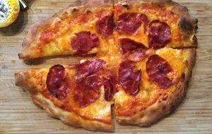 Buena, barata y muy popular: cómo hacer la 'pizza' casera perfecta