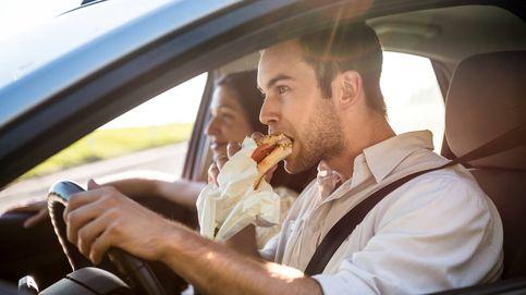 Los ocho alimentos que nunca debes comer en un viaje en coche