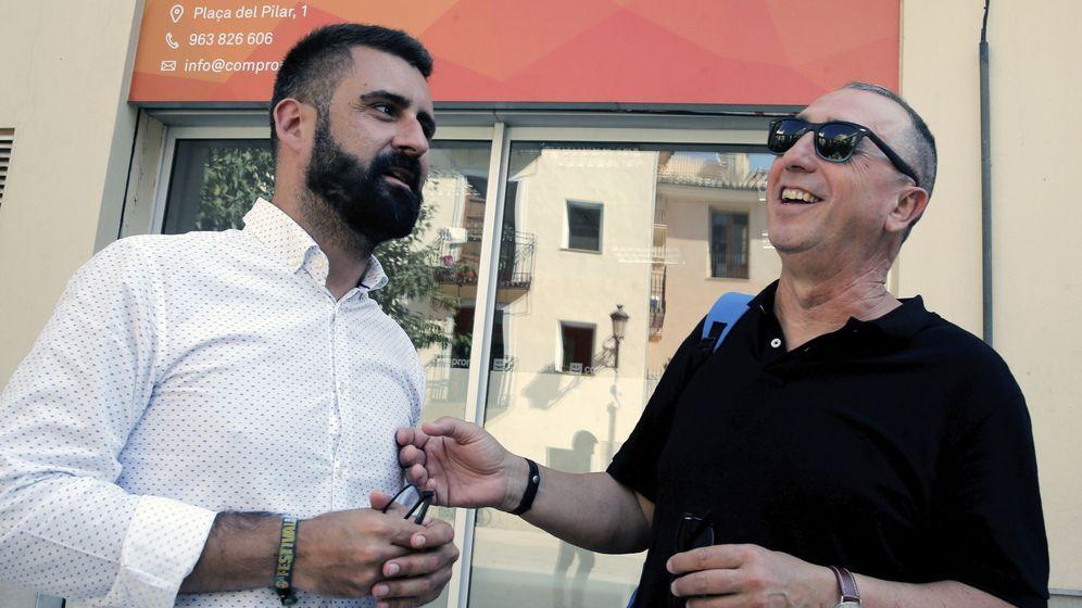 Foto: El concejal Pere Fuset y el diputado de Compromís, Joan Baldoví. (EFE)