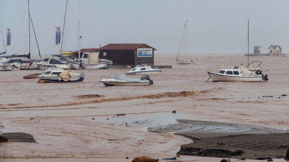 Foto: Aspecto que presentaba el Mar Menor desde el Paseo Carrión de Los Alcázares en Murcia (EFE)