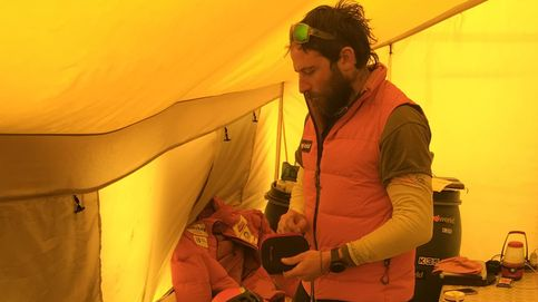 La tensa espera de Txikon: con viento de 70 km/h está 'prohibido' andar por el Everest