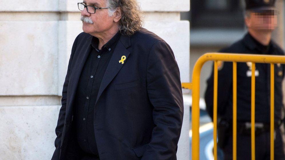 Foto: El diputado de ERC Joan Tardà (i), a su llegada al Tribunal Supremo. (EFE)
