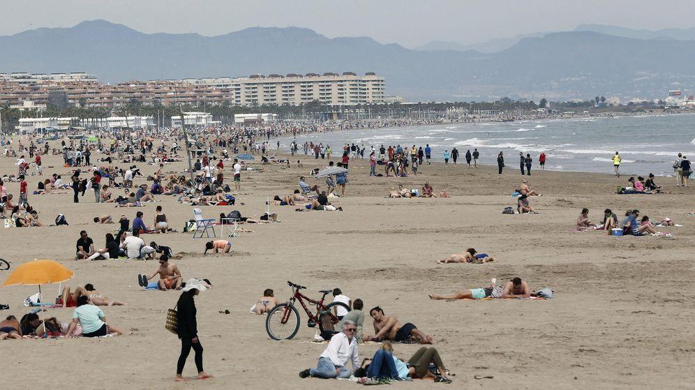 Foto: Playa de la Malvarrosa de Valencia en Semana Santa. (EFE)