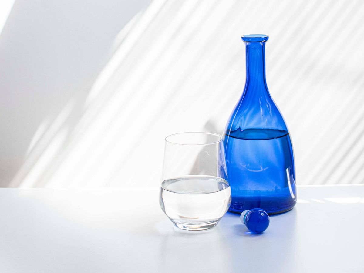 Foto: ¿Tomar agua durante la comida engorda? (Globencer para Unsplash)