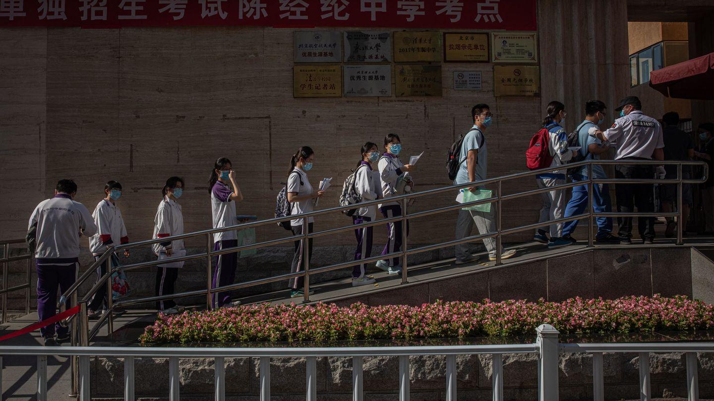 Entrada a uno de los centros para realizar el 'gaokao' el pasado año. Foto: Reuters.