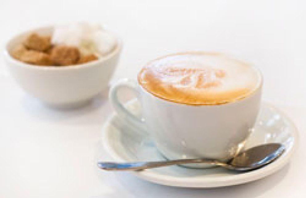 El caf con leche corto de az car y en taza peque a for Taza de cafe con leche