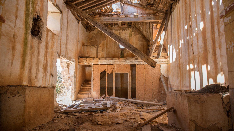 Interior de La Mercadera, cuya estructura amenaza ruina. (D.B.)