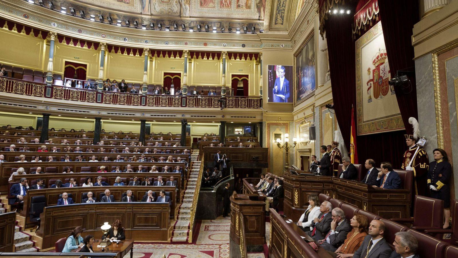 Foto: Los edificios del Congreso de los Diputados tienen activas ocho líneas ADSL. (EFE)