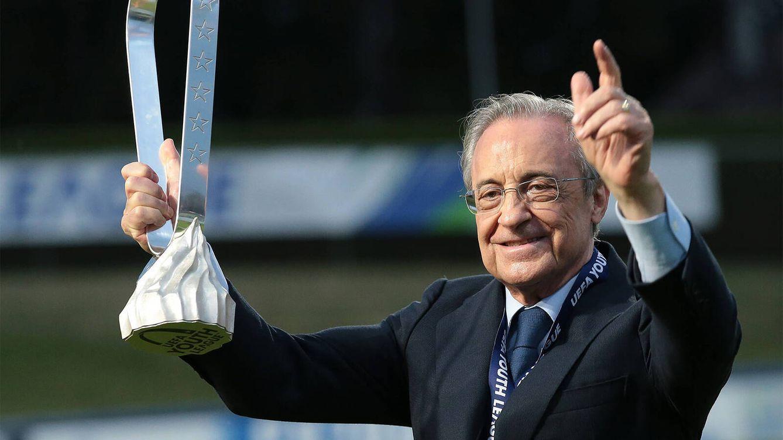Foto: Florentino Pérez celebra la victoria del Real Madrid en la final de la UEFA Youth League de 2020. (Cordon Press)