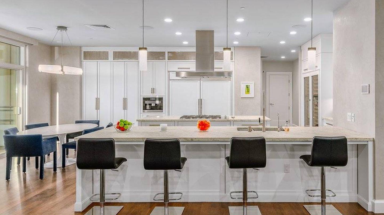 Cocina de la casa de Los Ángeles de Matthew Perry. (Cortesía de gregcolhomb.com)