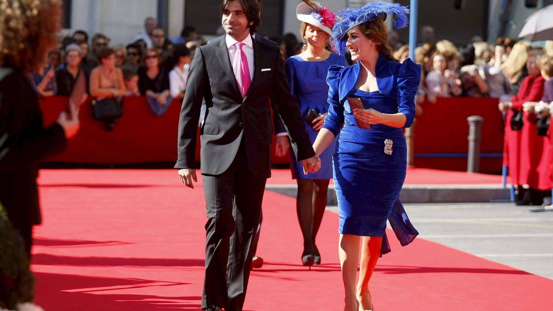 El diestro Javier Conde y la cantante Estrella Morente, en la boda del torero José María Manzanares y Rocío Escalona.  (EFE)
