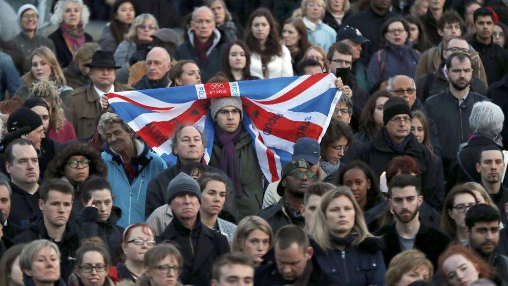 Directo: Multitudinario homenaje en Trafalgar Square a las víctimas del atentado