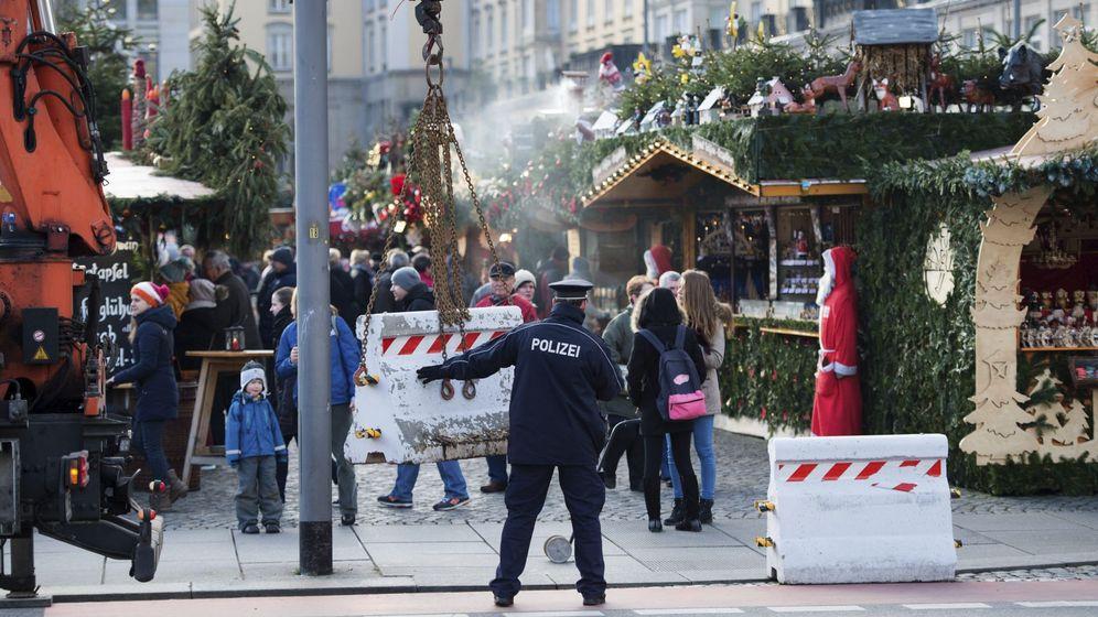 Foto: Barreras de hormigón son colocadas para evitar ataques como el de Berlín en un mercadillo navideño en Dresde, Alemania. (Efe)