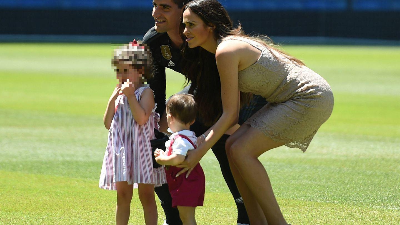 Courtois junto a su exmujer, Marta, y sus hijos pequeños. (Getty)