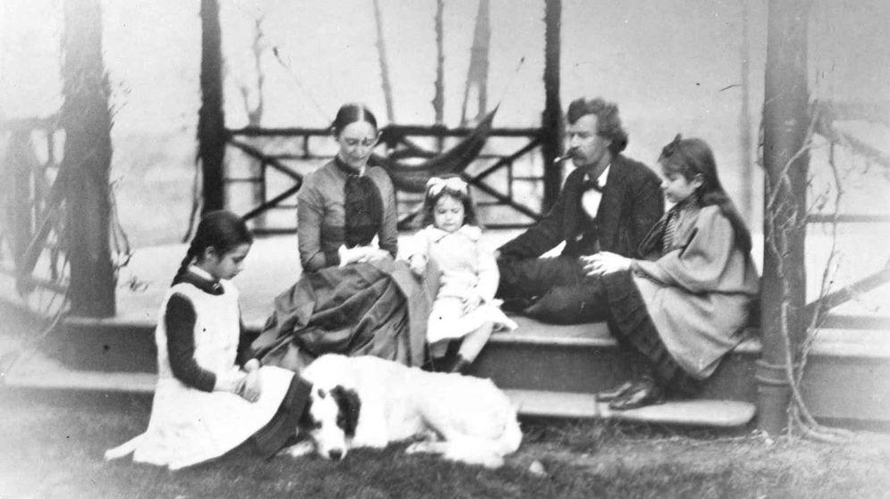 Foto: Mark Twain y familia en Hartford.