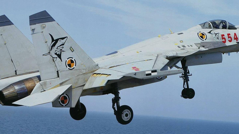 El avión de combate naval chino J-15, basado en el Su-33 ruso. (Foto: Wikipedia/Garudtejas7)