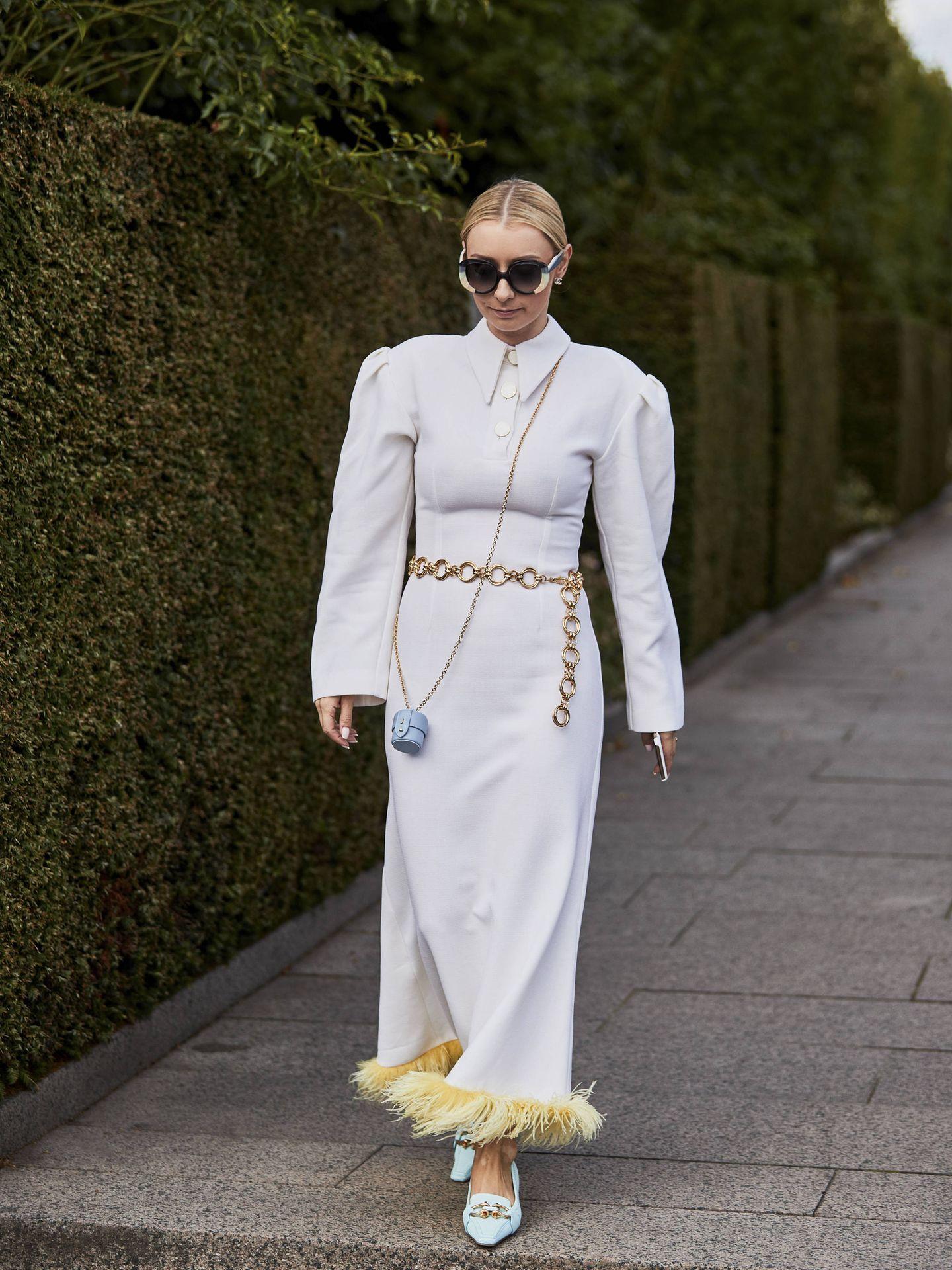 El street style y sus vestidos blancos. (Imaxtree)