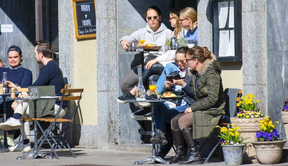 Foto: Una cafetería en Estocolmo durante la crisis del coronavirus. (EFE)