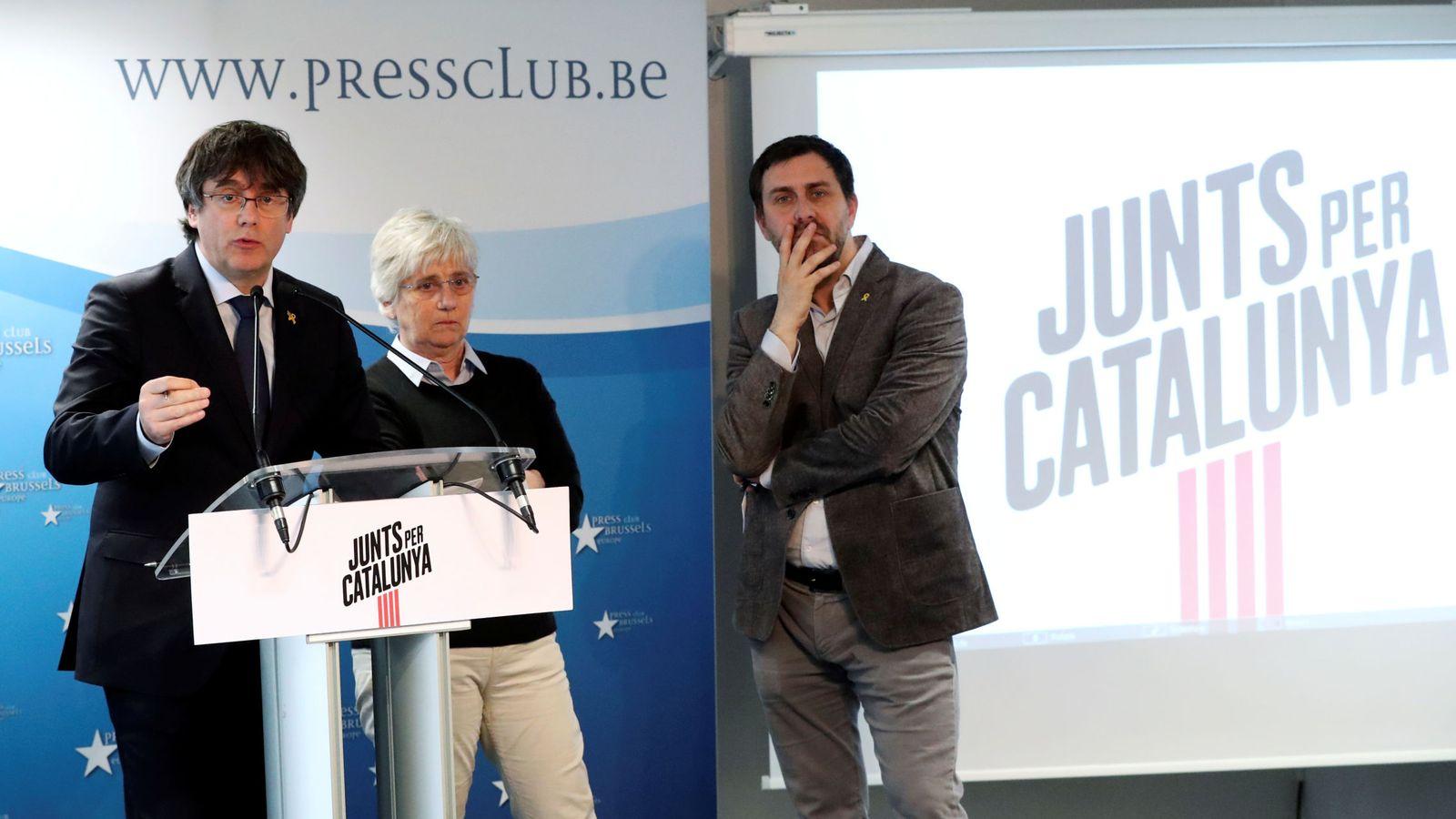 Foto: El expresidente de Cataluña Carles Puigdemont interviene durante la presentación de la candidatura de JxCAT para las elecciones al Parlamento Europeo. (Reuters)